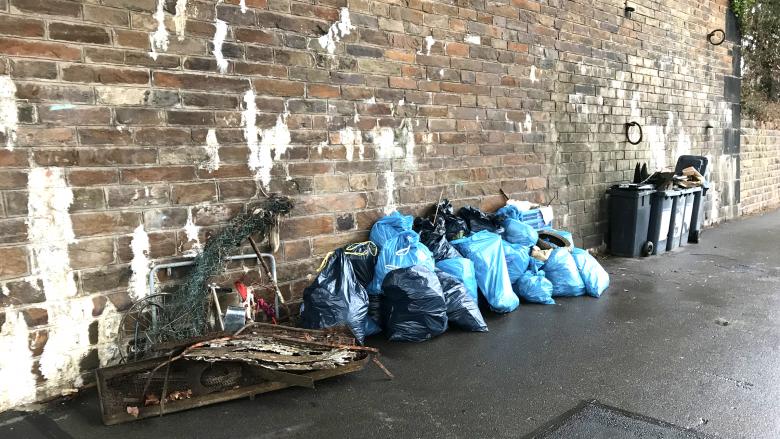 Foto: zusammengetragener Müll beim CleanUp in Koblenz-Pfaffendorf
