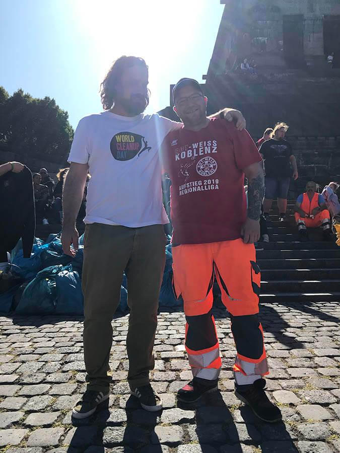 Bild: Organisator Malte Schreer und Mitarbeiter des Kommunalen Servicebetriebes Koblenz