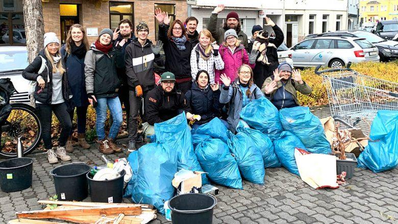 Foto: Umweltinitiative sammelt Müll in Koblenz-Lützel