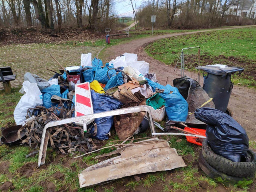 Foto: gesammelter Müll und Unrat in Koblenz-Karthause
